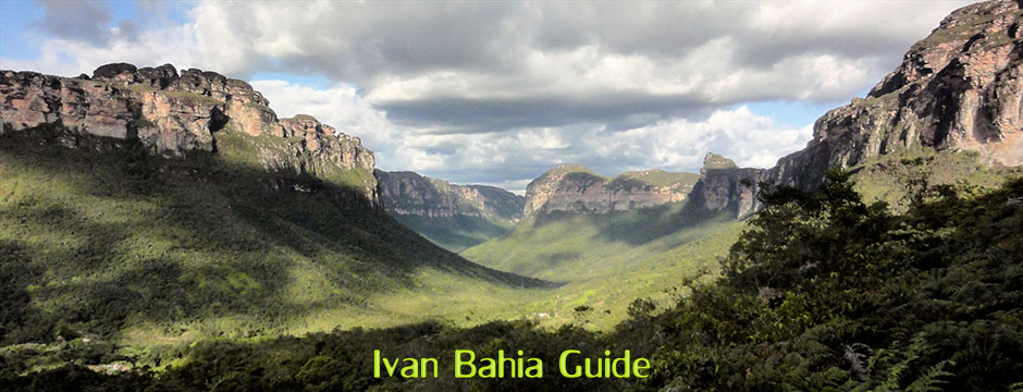 Amazing walking scenery in the Valé do Pati with Ivan Salvador da Bahia & Chapada Diamantiana national park's official tour guide