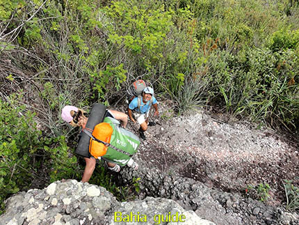 Tijd voor geklauter, fotos Chapada Diamantina nationaal park, wandelingen & trekking met vlaamse reis-gids Ivan (die al 10 jaar in Bahia woont) voor uw rond-reis met begeleiding in het Nederlands in Brazilië