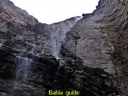 waterval ... Fumaça = rook, fotos Chapada Diamantina nationaal park, wandelingen & trekking met vlaamse reis-gids Ivan (die al 10 jaar in Bahia woont) voor uw rond-reis met begeleiding in het Nederlands in Brazilië